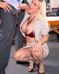 Blond babe Diamond Foxx get...