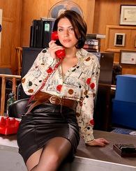 Brunette babe Sarah Shevon...