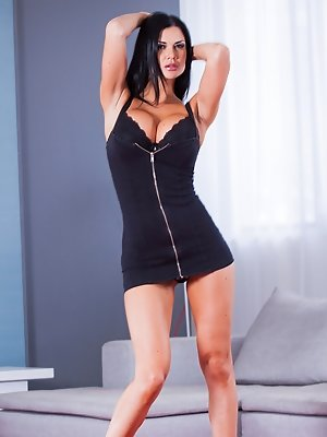 Sexy Jasmine Jae will put a...